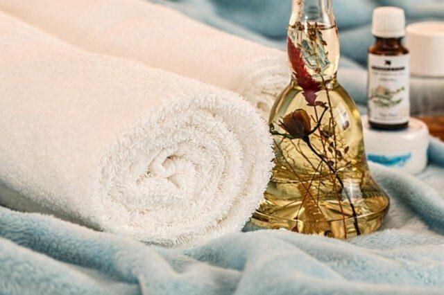 Jak stosować olejek rycynowy w kosmetyce?