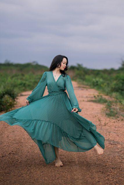 Jakie sukienki damskie wybierać podczas upałów?